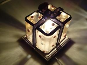 SIZE:ガラスランプ部分:約10cm(縦)x8cm(横)x11cm(高)    :ランプベース部分:約10cmx約10cmx約2cm(高)